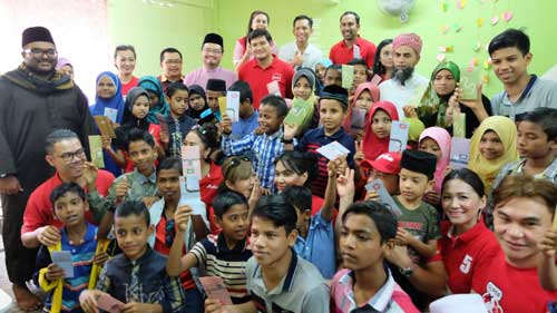 AirAsia-X-shares-festive-joy-with-Rohingya-refugee-children